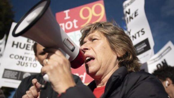Parents Reject Union Bosses' COVID-19 Claims About School